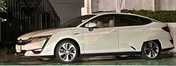 この車はホンダのなんという車でしょうか? ガソリンの蓋とは別に前輪の後ろにもガソリンの蓋みたいなのがついてます。