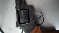 教えて下さい。 長い間しまってあった金属?モデルガンがでてきました。これは法規制にかかる物でしょうか? メーカー:KOKUSAI S&W357 MAGUNUM 刻印はMADE OF 1984.8 MARCAS REGISTRADAS  SMITH &WESSON 銃身と弾倉の出口は詰ってます。 できれば売りたいのですが可能でしょうか?当方知識がないので詳しいかたご教示ください...