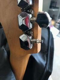 ギターのペグの頭が取れちゃったんですが、先の部分だけ買って取り付ければいいのでしょうか?それとも根本の部分から取り替える必要があるのでしょうか?