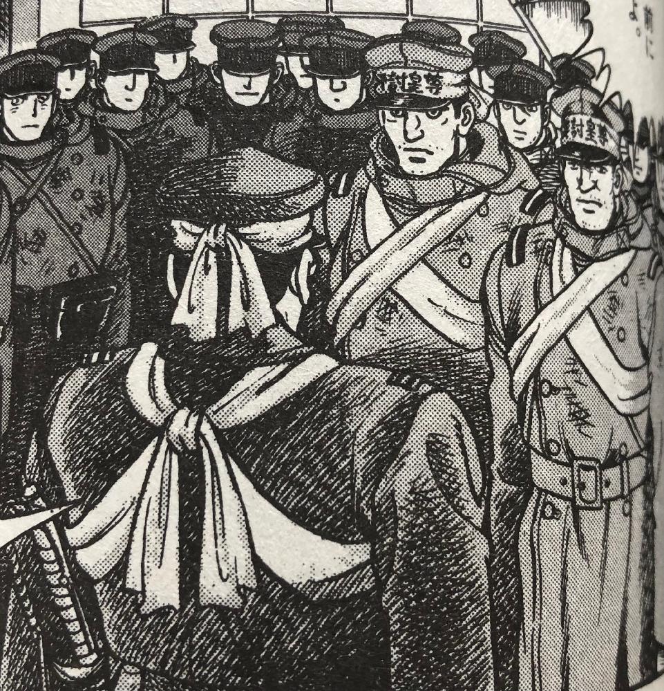 二・二六事件で兵士達が背中から腹にかけて巻いているサラシは何の為に巻いているのですか? 巻き方の名前や使い方を教えてください。