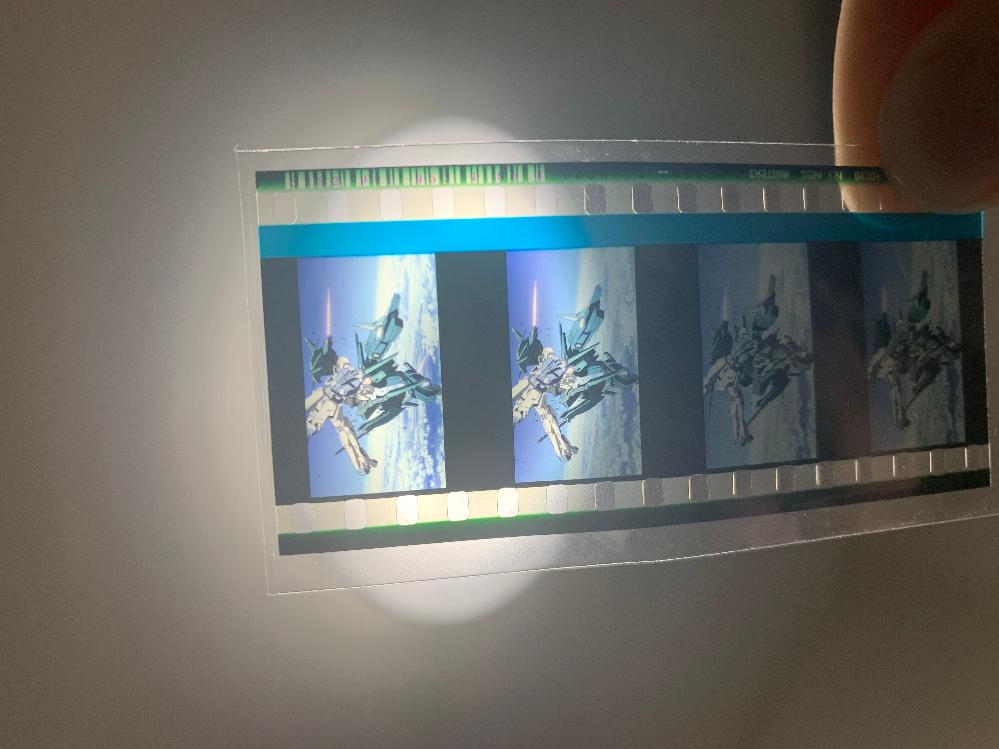 閃光のハサウェイ 3週目入場者 プレゼント 下記画像のフィルムはどの作品のものなのでしょうか? モビルスーツの名称も教えて頂けますと幸いです。