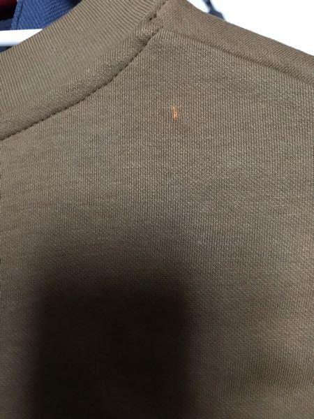 ユニクロのエアリズムコットンオーバーサイズtシャツですが、ちょくちょく画像のようなシミが付きます。 別のシャツにも付きます。 よく汗をかくからでしょうか?
