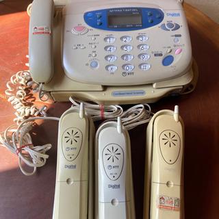 一回線で数個の電話機を取り付けることができて内線相互の通話もできる住宅用電話を、和製語で「ホームテレホン」と呼びますが、これを英語では何と言いますか?