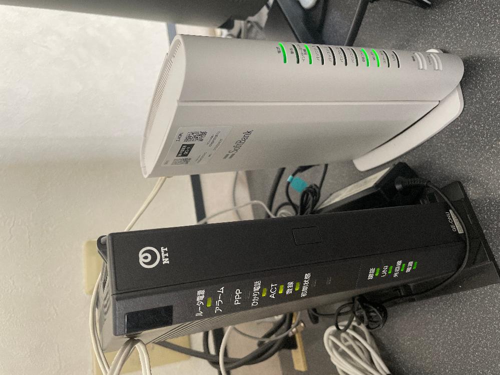 自宅はドアホンにも繋がっているホームテレホンです。 最近SoftBankひかりに事業者変更し、 電話機とは別の場所にNTT機器ホームゲートウェイとBBユニットが繋がれている状態で、正常かつほぼ快...