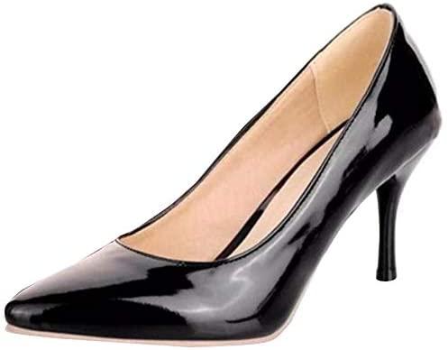 ハイヒールの正しい履き方を教えてください。 ちょっとした趣味で女装を嗜んでおります。 以前からピンヒールの靴に憧れており、思い切ってつい先日8cm高のピンヒールを買いました。 ワイズのことが気になったので普段の靴よりも0.5cm大きい物を買いました。 ところがこれが困ったことになっています。 ワイズは何とか収まったのですが、サイズがやや大きく踵が浮いて脱げそうになります。 それを気にして履き続けていると、すぐに足の甲がとても痛くなってきます。 踵が浮くのは踵パッドを入れれば何とか対応できそうなのですが、足の甲の痛みだけはどうすることもできなさそうです。 ピンヒールの靴はこのような物なのでしょうか?仕方のないことなのでしょうか? 履き方のコツなどあれば教えていただけませんでしょうか? どうぞよろしくお願いいたします。