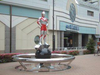 祖師ヶ谷大蔵の駅前にウルトラマンの大きな立像が立っていて友達になんでやのと聞いたらウルトラマン発祥の地と言われました。本当なんでしょうか?