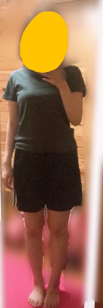 この体型は客観的に見て太っているのか、意見をお願いします。 162cm/55kg 骨格ストレート 以前は62kgあったんですが、まだまだ太いような気がして自信が持てません。 骨格ストレートなので、肩幅とウエストのくびれがないことがコンプレックスです。