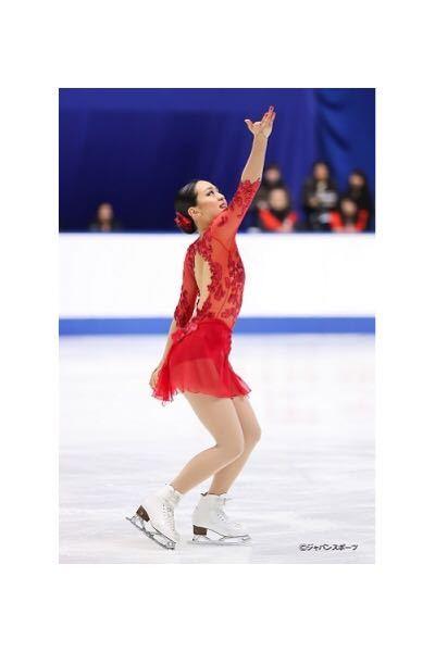 フィギュアスケートの浅田真央さんは、現役の時に、どのように呼ばれていたでしょうか? たしか、「氷上の◯◯」で、◯◯は漢字が2文字だったと思います。 下の内のどれでしょうか? ご存じの方、教えて下さい。 1. 氷上の天使 2. 氷上の薔薇 3. 氷上の奇跡 4. 氷上の妖精 5. 氷上の至宝