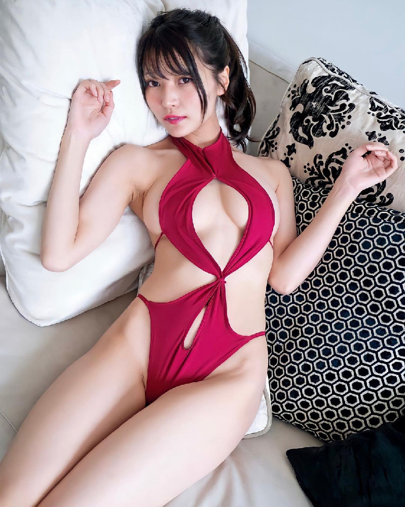 グラビアアイドルの似鳥沙也加さんの下記画像はどの雑誌・媒体に掲載されているのでしょうか。 関連画像を見つけたいです。