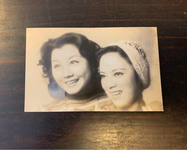 戦前の映画女優についての質問です。 この李香蘭さんの横に写っているのは、誰でしょうか? 分かる方、よろしくお願いします。