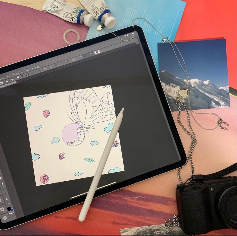 A-TEEN2でドハナが使用しているタブレットとペンシルどこのものかわかる人いますか? わかりやすい写真にしました。