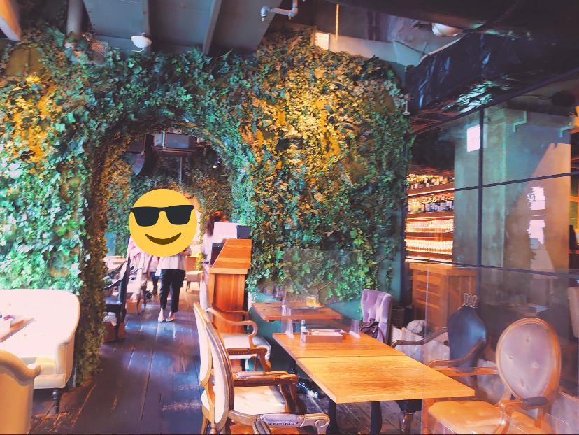 この写真のカフェ(?)どこのなんというお店かわかりますか…?多分関西の大阪か京都辺りだと思うのですが…