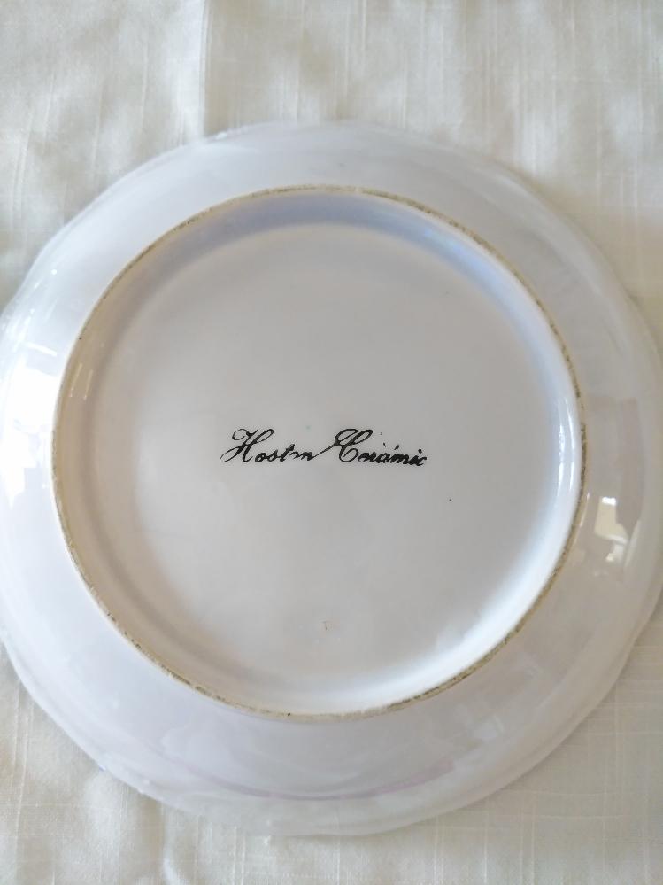 このお皿のメーカーをご存じの方、いらっしゃいましたら教えてください。検索してもヒットしなくて困っています。