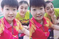 オリンピック代表 中国の女子卓球の 孫穎莎ってなんか可愛くないか? この画像はまるで お母さんと子供