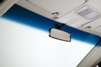 車のフロントガラス外側のウロコ取りをしようと思っているのですが、青い部分をウロコ取りで擦って大丈夫ですか? 青い部分はウロコ取りしない方が良いですか?