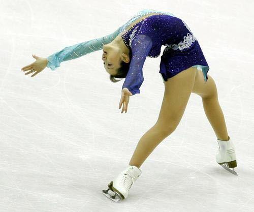 フィギュアスケート選手で、 デニス・ビールマンと言えば、ビールマンスピン。 浅田真央さんと言えば、トリプルアクセル。 羽生結弦さんと言えば、プーさん。 では、金メダリストの荒川静香さんと言...