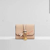 バイマでChloeのカーフスキンのお財布を購入しましたが、プラス料金でチャームを付けるのを忘れてしまいました。 その場合チャームのついてる、 このリングもついてこないでしょうか?