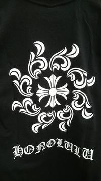 このロゴはどこのブランドのロゴでしょうか? 結構高いTシャツとのことなのですがどなたかわかるかたいますか?