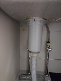 キッチンの排水溝の掃除はどれくらいの頻度でやってますか? 私は3、4日に1度くらいの頻度でやってるんですが、朝臭いがすごいときがあります。 家の排水溝が画像のような真っ直ぐな形なんですが、こういうのはパイプユニッシュや丸い錠剤は効くんでしょうか?