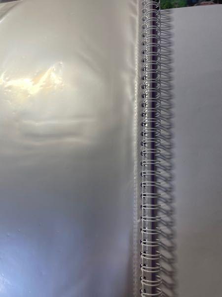 このようなファイルを買ったのですが、この留め具をプラスチック性のルーズリーフのようないつでもノートとかを追加できるものに変えたいです。 34穴もあるのですが、どこで買えますでしょうか?