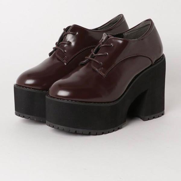 こんな感じのヒールが高めでそこが厚い靴を探しています この靴もかわいいとは思うのですが、ツヤ感があまり好みでは無いため出来ればスエード調の靴がいいかな……?と思っています この靴に似ている靴を...