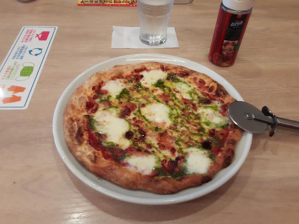 ファミレスのガストのピザはどのように 焼いているのですか? ピザ専用の窯があるのですか?