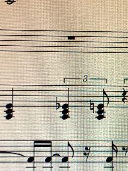 musescoreについて質問です。 cubaseにて音源作り→midiにしてmusescoreで楽譜を作っておりますが、シャッフルの音源を読み込んだら画像のようになりました。(音源通りの楽譜で...