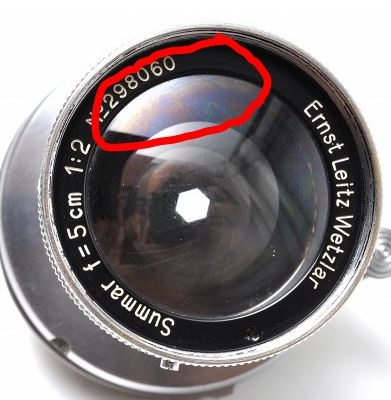 カメラレンズに虹模様、これはコーティングはげ、バルサム切れ、それともレンズに油が付いているのですか? オークションで落札する前に教えて頂けると助かります!宜しくお願い致します。