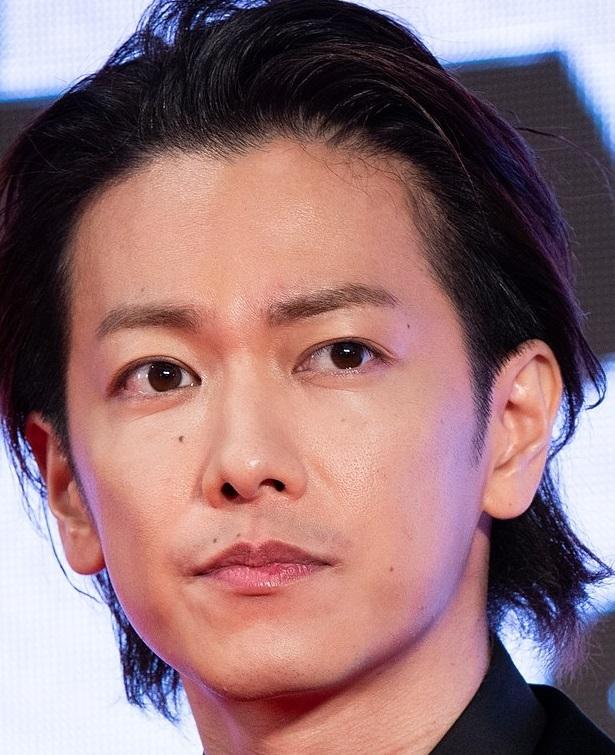 今、日本最強イケメンに呼び声の高い佐藤健さんの イケメンポイントはどこですか? また、佐藤健さんの身長が180㎝あったら 人気はもっと凄かったですか? それともかわらない?