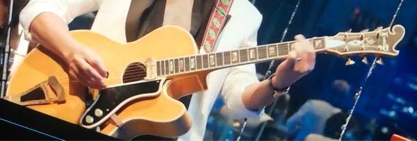 このギターは何というメーカーのものでしょうか。確かジャズで使われるギターだったと思いますが。 よろしくお願いします。