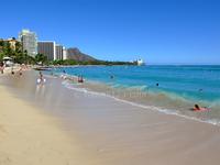 日本列島は、徐々にハワイに近づいているらしいですが、そうしますと将来はワイキキビーチで海水浴できるようになりますか?
