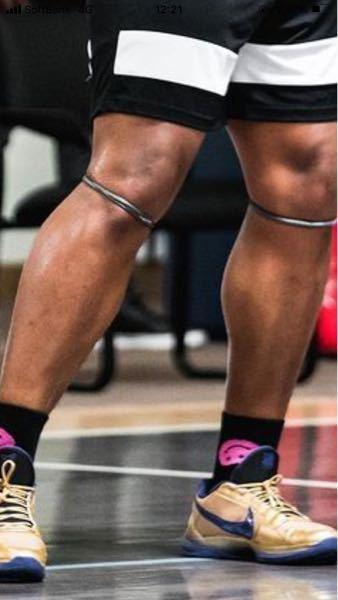 アメリカのバスケの高校生が、よく膝に着けているこれは、なんという物でしょうか?