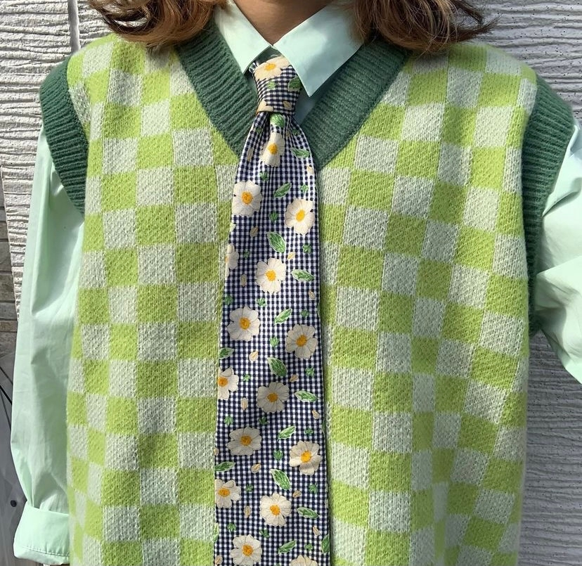 最近流行ってるこういうニットベストて、手編みはできませんか?? ちょうど編み物始めてみようと思ってて 難しくてもできるなら編み方とか知りたいです!