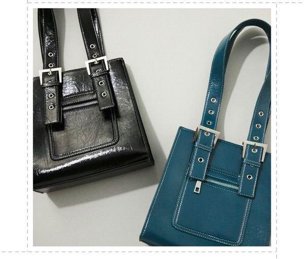 画像の左のバッグに似たような商品を探しています。 ご存知の方いらっしゃいましたら、教えて頂きたいです。