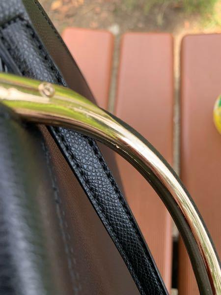 バッグの持ち手の金具がささくれ?ていて、そこを触ると痛いのですが自分で直すことってできますか? 爪やすりとか使ったらまずいでしょうか。