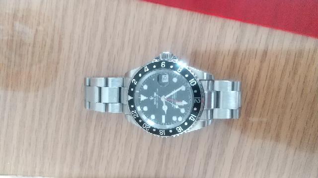 このロレックスの時計ですが、どういう情報が全然わかりません、送ってほしいところがあれば送りますのでこれが本物かどうか見分けてください。 お願いします