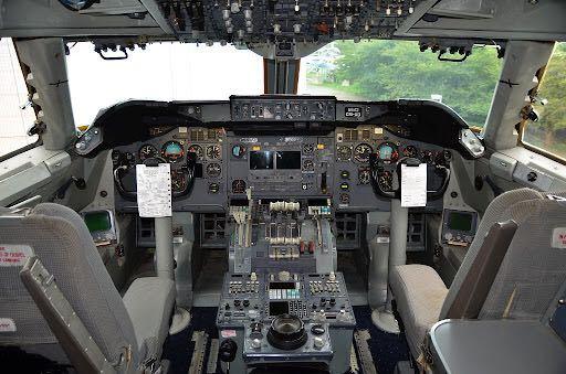 B747クラシックジャンボはどうやってレーダーを確認していたのですか?