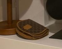 この財布がどこのブランドかわかる方いますか?