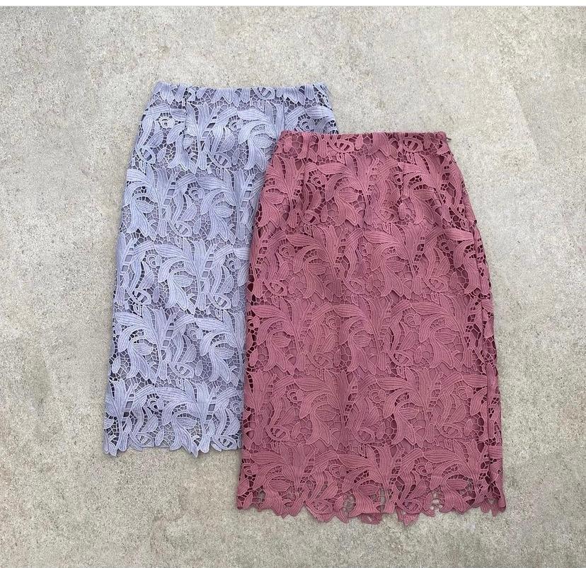 男性に質問です。 膝丈のレースのタイトスカートは好きですか? アラフォーです。