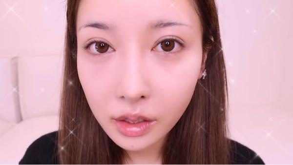 目を惹く美女の特徴(見た目)は何だと思いますか? 目→形は◯◯、まつげや涙袋は◯◯ 鼻→形や位置 輪郭→ 口→ のような感じで、なるべく詳しい特徴を回答お願いします。 最も詳しく教えてくださった方にベストアンサー差し上げます!
