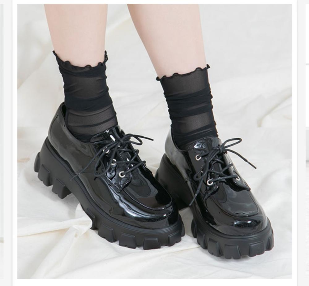 この靴地雷と量産型だとどちらかとどっちに使いやすいですか?