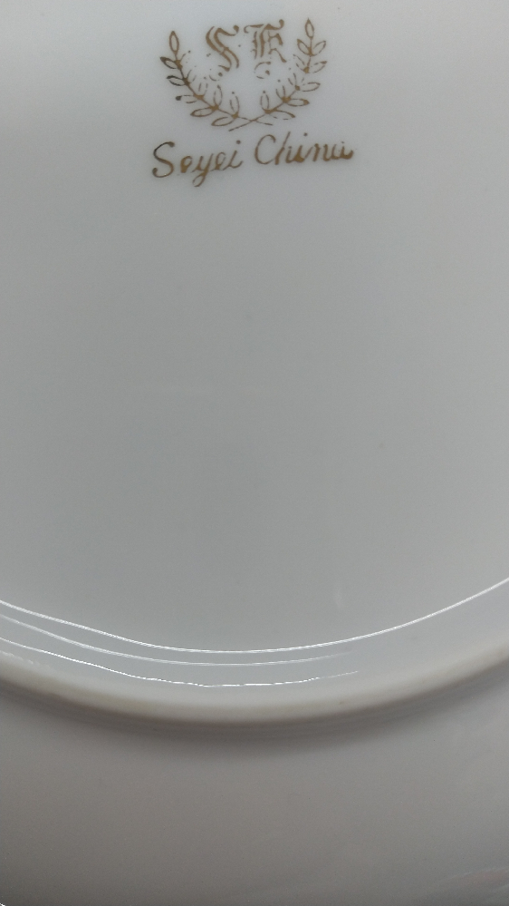 この皿のメーカーを教えてください!