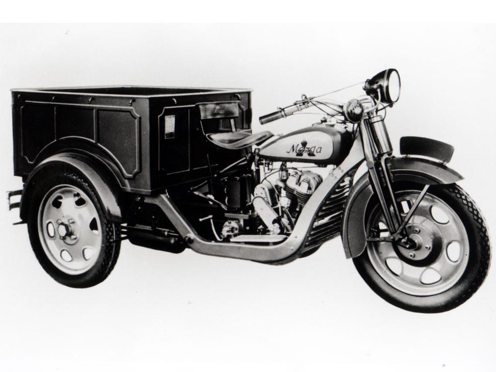 マツダや三菱は三輪トラック ホンダはバイクを作ってるのに何故日産は車しか作ってないの?