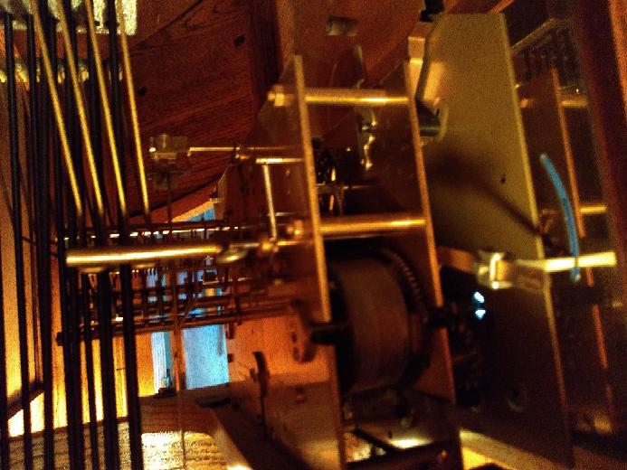 ハリントンハウスのホールクロックの音の出し方を教えてください。 説明書を無くしてしまいました。 画像は時計の内部です。