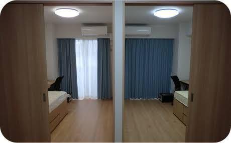 山崎製パンの2人部屋の寮はこのホームページの写真のように仕切りがあるのでしょうか?