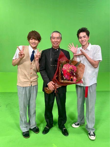この写真、人柄が出ていますよね。柳葉さんを引き立てる岩﨑さんと自分1番の浮所さん。 どう思います?