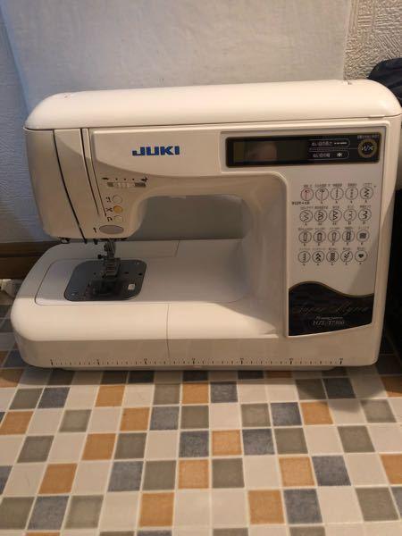 JUKIのミシンのフットコントローラー このミシンに合うフットコントローラーを探しています。 ご存知の方いらっしゃいますか?