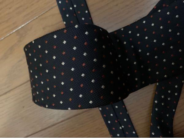 このネクタイは願書に貼る顔写真において適してますか?