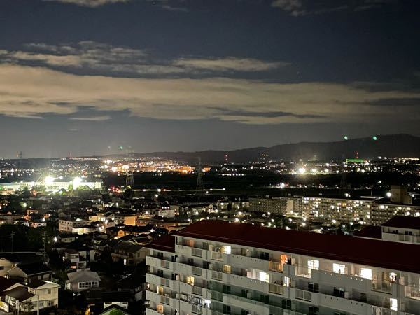 左の明かりが高橋中学校 では 右の少し向こうのほうの明かりのグラウンド?はどこですか? 東山住宅(豊田市)より撮影。右最奥の山が猿投山 https://gyazo.com/9704aa456b357f1cf43e505fe2bf3c74