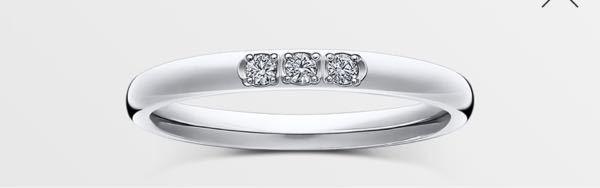 婚約指輪と結婚指輪について悩んでいます。 ティファニーのハーモニーのハーフエタニティと下の画像の写真は重ね付けとして変でしょうか。